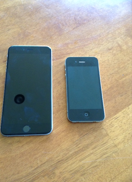 iPhone 6 plus size comparison with the iPhone 4